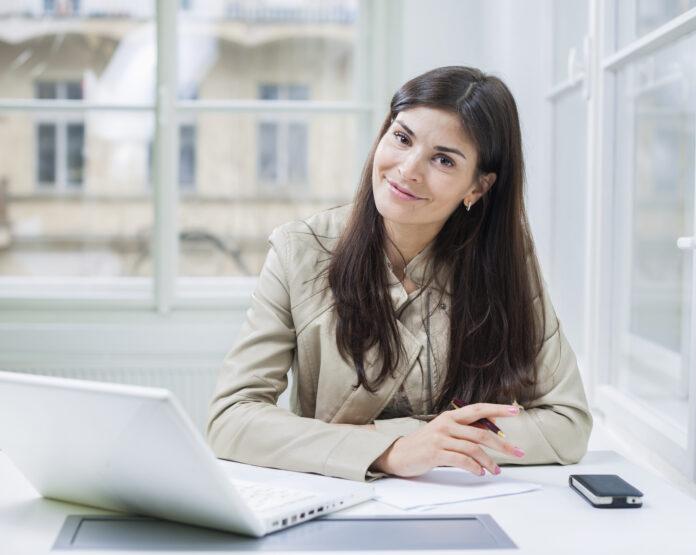 Czy warto brać kredyty przez Internet